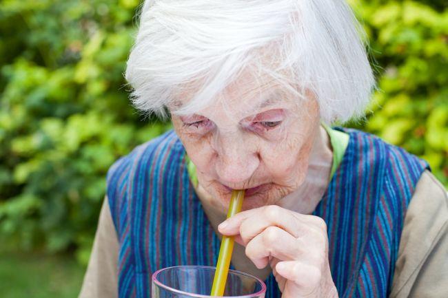 Odhalenie: Demencia je spojená s nápojom, ktorý pijú milióny ľudí