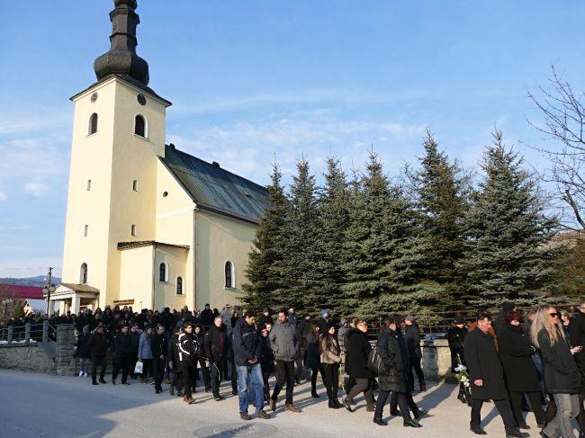 So zavraždeným novinárom J. Kuciakom sa rozlúčili stovky ľudí