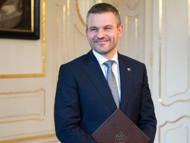 Pellegrini odovzdal prezidentovi vynovený zoznam ministrov