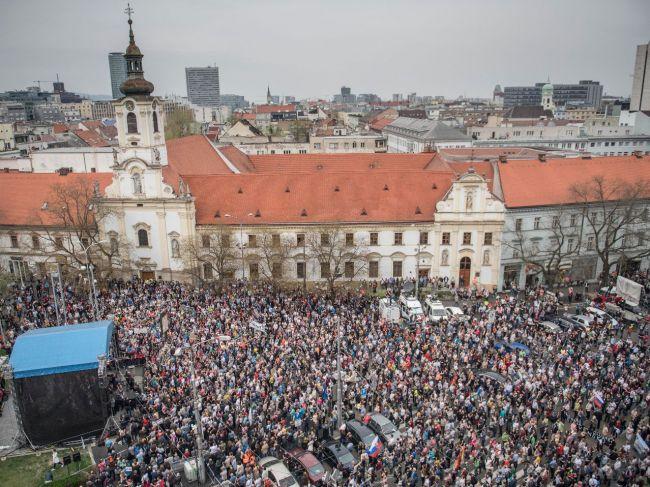 Na zhromaždení Za slušné Slovensko opäť žiadali odchod Gašpara