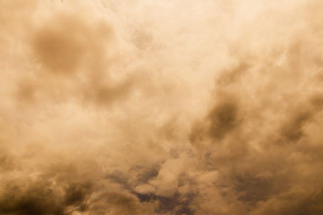 SHMÚ: Na Slovensku padá s dažďom piesok zo Sahary