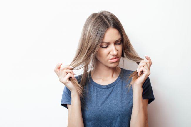 4 spôsoby, ktorými vám telo chce naznačiť, že vám chýbajú najdôležitejšie vitamíny