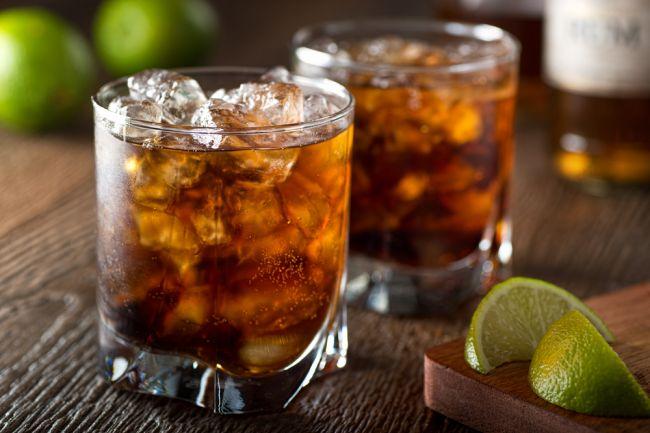 Obľúbený alkohol Slovákov aj Čechov zmizne z predaja, Európska únia ho zakázala