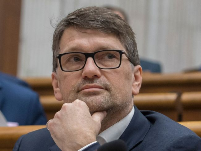 Maďarič: V hlavách členov Smeru by nemalo byť tabu uvažovať aj o výmene šéfa