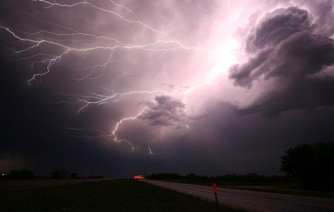 Takmer na celom území Slovenska hrozia búrky, SHMÚ na dnes vydáva výstrahu