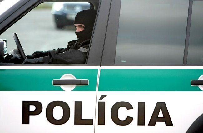 Polícia zadržala muža na R1, v cele sa obesil