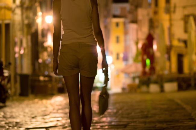 Jedinú ženu nútilo v Trnave k prostitúcii 12 ľudí, všetci sú obvinení