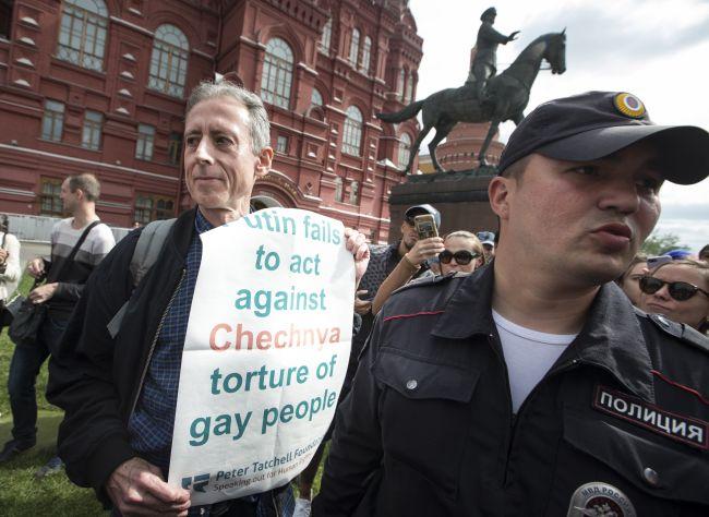 Polícia v Rusku zadržala známeho britského aktivistu za práva homosexuálov