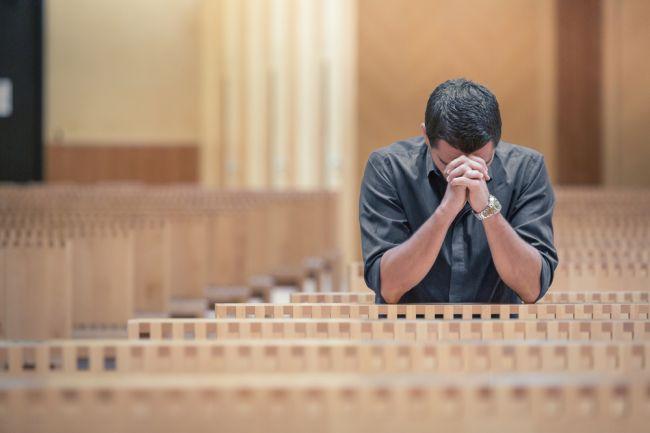 Veriaci či ateisti? Aj vás prekvapí, ktorá skupina sa dožíva vyššieho veku
