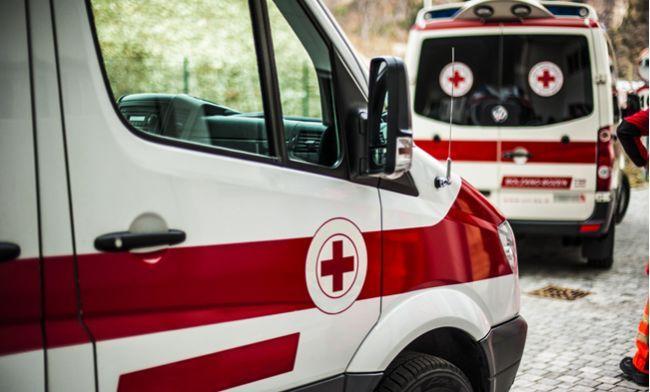 Hasiči vyslobodili dieťa z auta pred nákupným centrom v Trenčíne