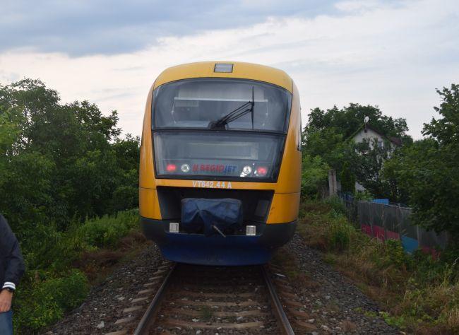 Ráno došlo k nehode vlaku RegioJet a osobného auta
