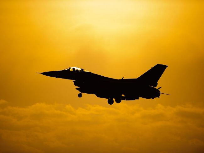 Proti lietadlu nad Trumpovým golfovým ihriskom zasiahla stíhačka F-16