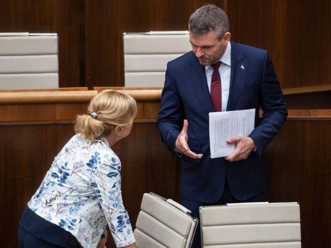 Viaceré osobnosti vyzvali Pellegriniho, aby odvolal ministerku kultúry