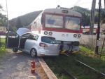 Hasiči zasahovali pri dopravnej nehode auta s vlakom