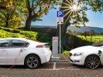 Dopyt po nikle stúpa, producenti batérií aj investori budujú zásoby