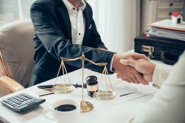 SAK upozorňuje na podvodníkov, ktorí sa vydávajú za advokátov