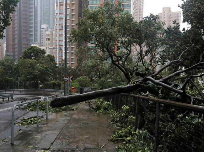 Tajfún Mangkhut zasiahol po Filipínach aj Čínu, kde už hlásia zranených a škody