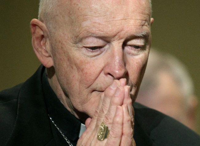 Polovica katolíckych kardinálov a biskupov v Holandsku tajila zneužívanie detí kňazmi