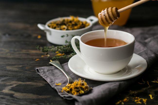 Najčastejšie mýty o mede: Je rovnako účinný aj v horúcom čaji?