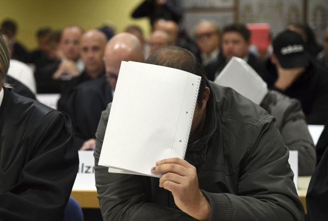 V Nemecku sa postavilo pred súd 30 ľudí obžalovaných z týrania utečencov