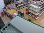 Video: Lupiči zabili na pumpe predavačku, sú na úteku