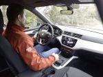 Naozaj sú ľaváci horší vodiči? Odpovede priniesli až praktické výskumy adáta