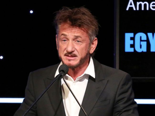 Sean Penn pripravuje v Istanbule dokument o vražde novinára Chášukdžího