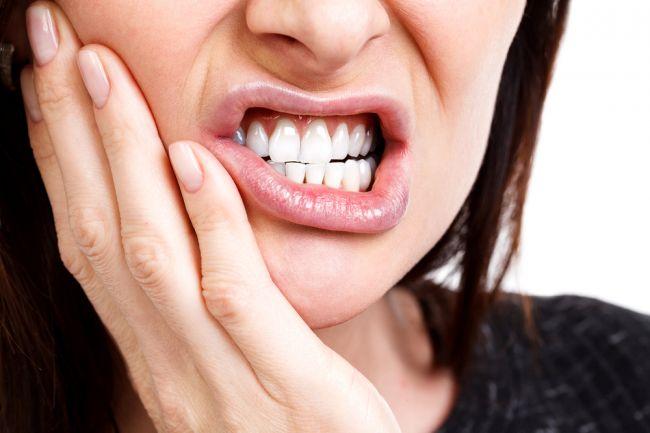4 nepríjemné príznaky nedostatku vitamínu D, ktoré si všimnete na zuboch