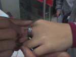 Video: Hasiči zachraňovali mužovi prst aj s prsteňom. Použili na to zvláštnu techniku