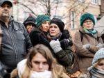 Štrasburčania si pripomenuli obete streľby na vianočných trhoch