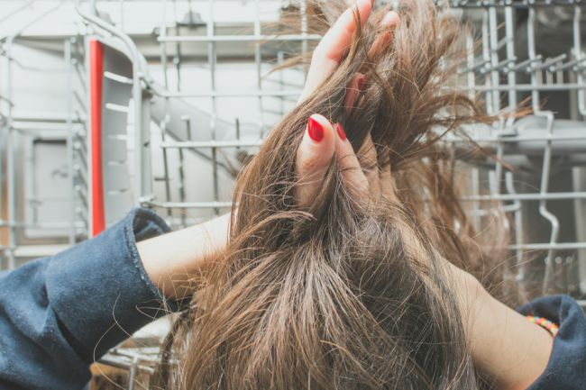 Po týchto 5 jedlách sa vám rýchlejšie mastia vlasy