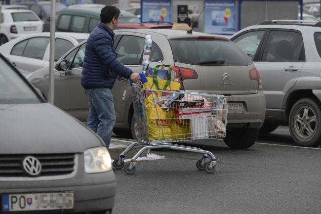 28e43a8bd170 Vianočné nákupy vyjdú viac ako vlani