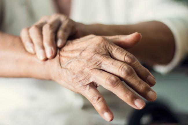 13 prvotných príznakov Parkinsonovej choroby, ktoré nesmiete ignorovať