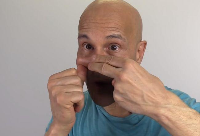Video: Doktor ukazuje, ako jednoducho uvoľniť upchaté dutiny za 20 sekúnd