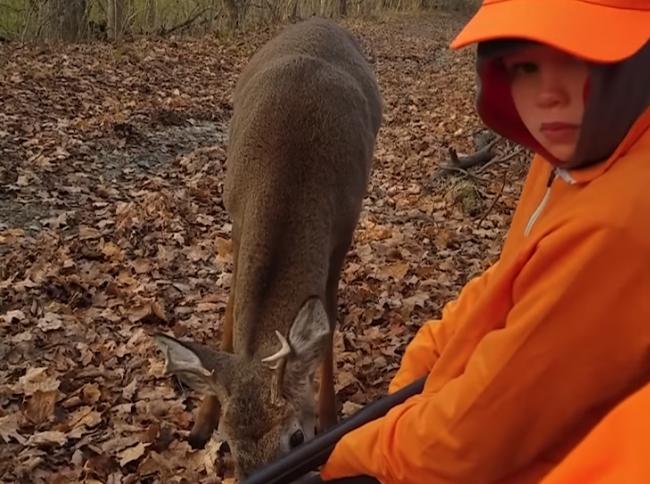Video: Otec zobral synov na poľovačku. Stalo sa tam však niečo magické