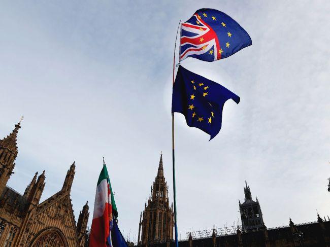 Bývalý minister pre brexit Davis predpovedá stroskotanie Mayovej plánu
