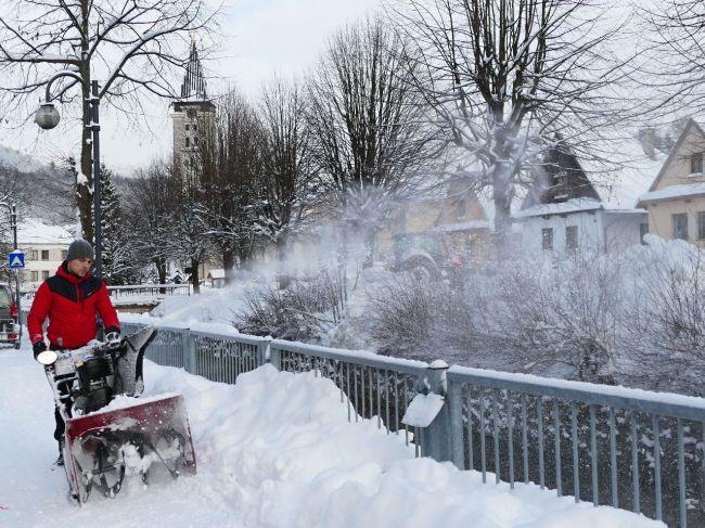 Na severe Slovenska môže v nedeľu napadnúť 30 cm nového snehu