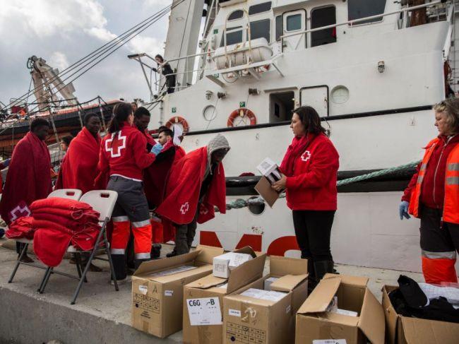 Čln mimovládnej organizácie zachraňujúcej migrantov nesmie vyplávať