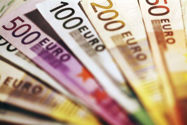 SNS navrhuje upraviť podmienku vyplácania zvýhodneného 13. platu