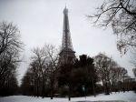 Francúzi zatvorili Eiffelovku, pre sneženie vyhlásili stav pohotovosti