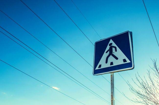 Pravidlá cestnej premávky platia aj pre chodcov! Musia dodržiavať tieto pravidlá a zákazy
