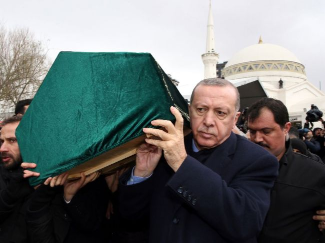 Bilancia obetí pádu budovy v Istanbule sa zvýšila na 21