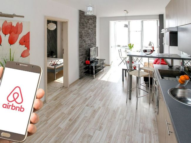 Paríž žaluje portál Airbnb za nelegálne inzeráty