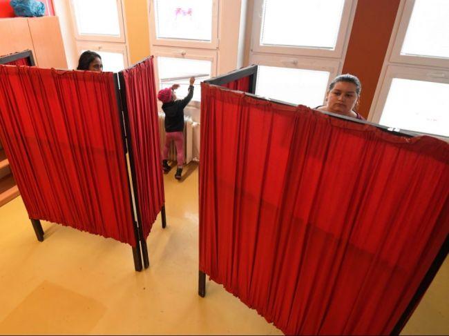 Volič so zdravotnými problémami môže požiadať o prenosnú schránku