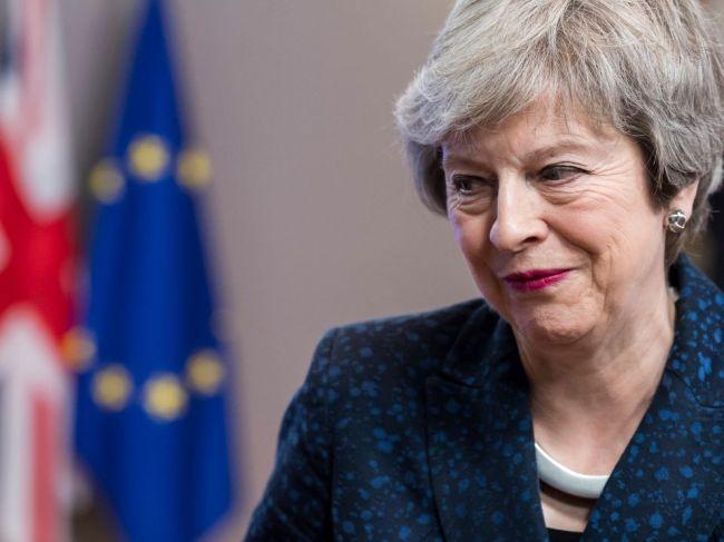 Mayová odmietla návrh Corbyna na zachovanie colnej únie