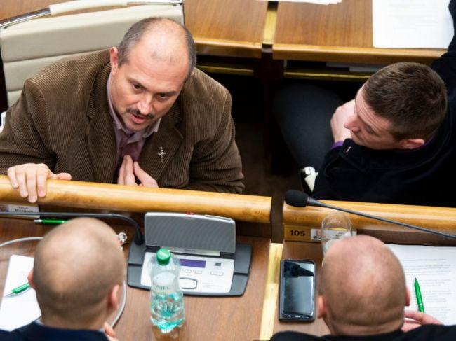 Najvyšší súd SR zatiaľ nevytýčil termíny procesov s tromi poslancami za ĽSNS