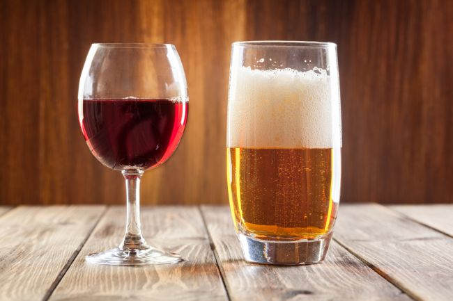 Dokáže pitie piva zmierniť opicu z vína?