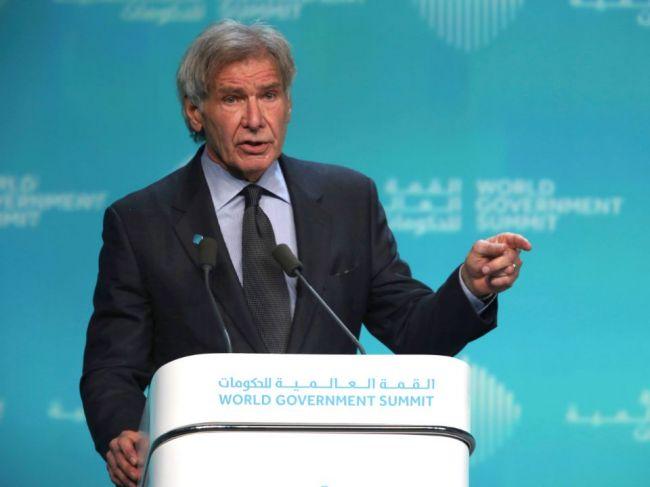 Harrison Ford kritizoval Trumpa a ďalších lídrov za urážanie vedy