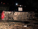 Pri havárii autobusu zahynulo 14 ľudí