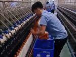 Video: Šikovné ruky pracovníkov v továrni na textil vás prekvapia